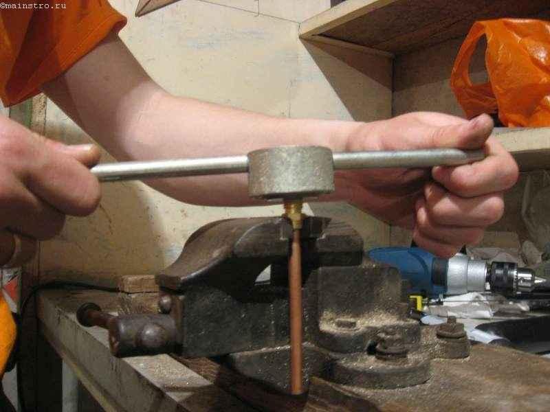 Как сделать проточку на трубе