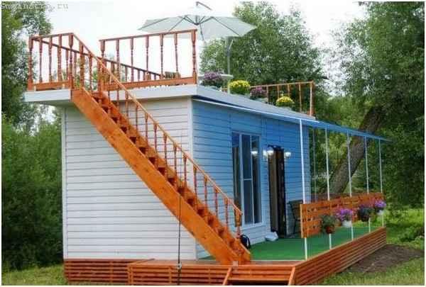 Черный дом с террасой по скандинавской каркасной