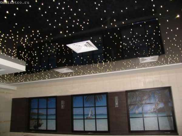 Натяжные потолки в зале из ПВХ плёнки