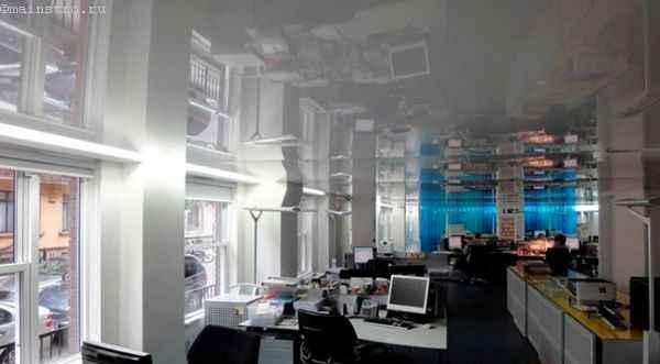 Одноуровневые лаковые натяжные потолки
