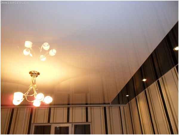 Глянцевые комбинированные натяжные потолки
