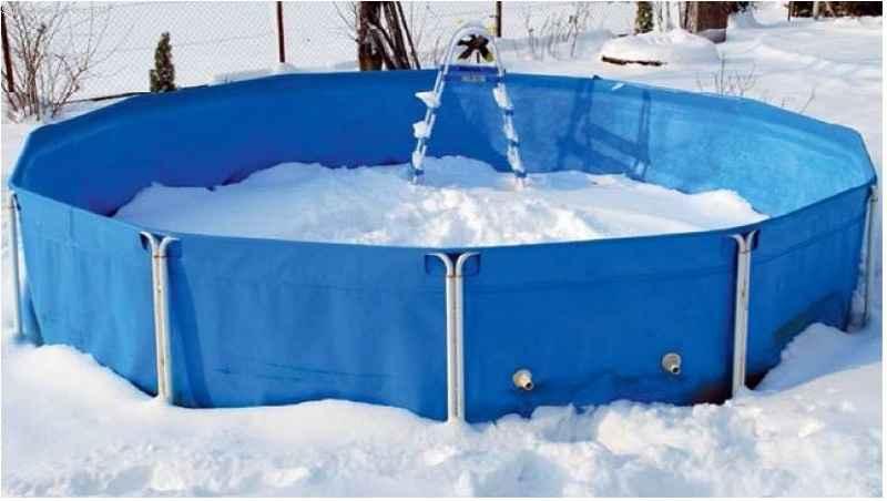 каркасный бассейн зимой