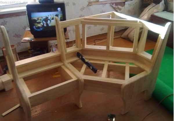 монтаж боковыфх секций и угловой в одну конструкцию кухонного уголка