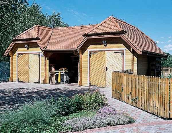 распашные гаражные ворота из импрегнированной древесины