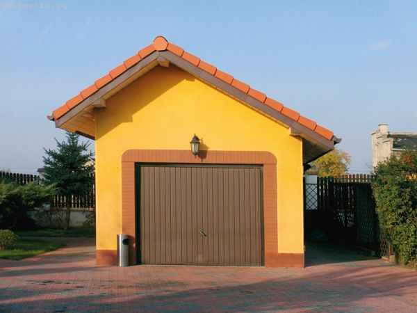 в отдельно стоящих неотапливаемых гаражах достаточно ворот без утепления