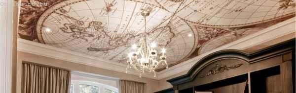 натяжной потолок с фотопечатью и люстрой