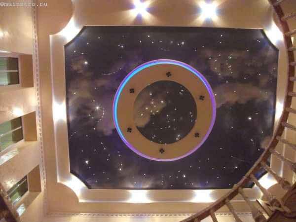 натяжной потолок со звездным небом, фотопечатью и подсветкой