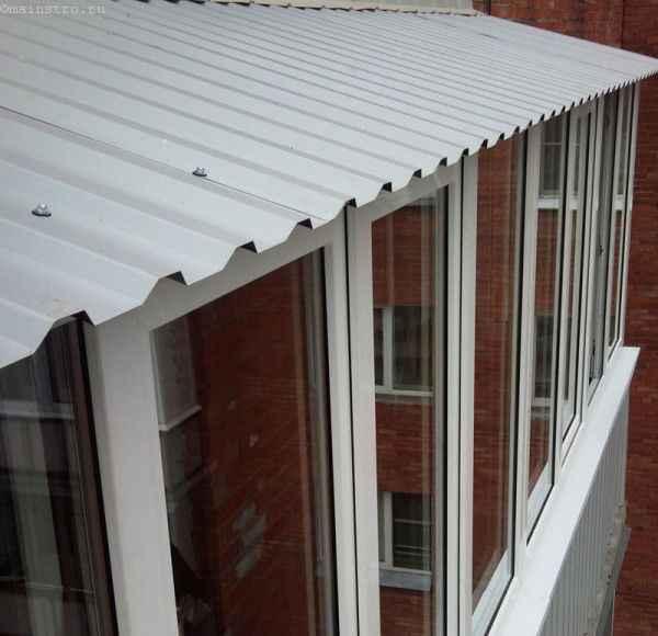 Остекление балконов с крышей на последнем этаже
