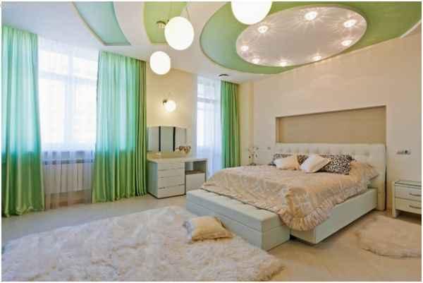 Натяжной и подвесной потолок в спальне