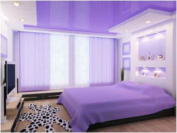 Зеркальный ПВХ натяжной потолок в спальне