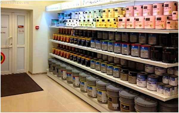 выбор краски для потолка в магазине