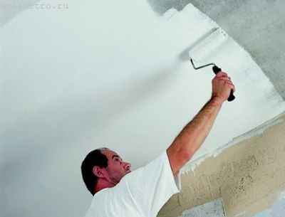 покраска потолка