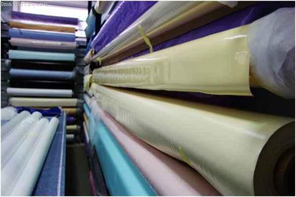 Изготовление натяжного потолка: стенд для рулонов с пвх плёнкой