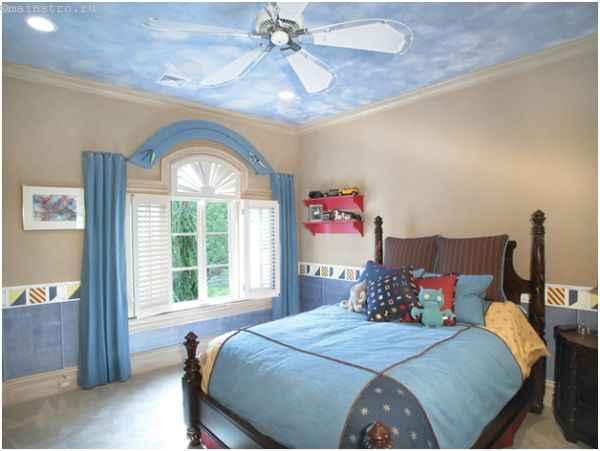 Матовый натяжной потолок в спальне - фото интерьера