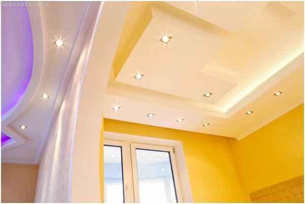 Натяжной потолок сложной формы с подсветкой