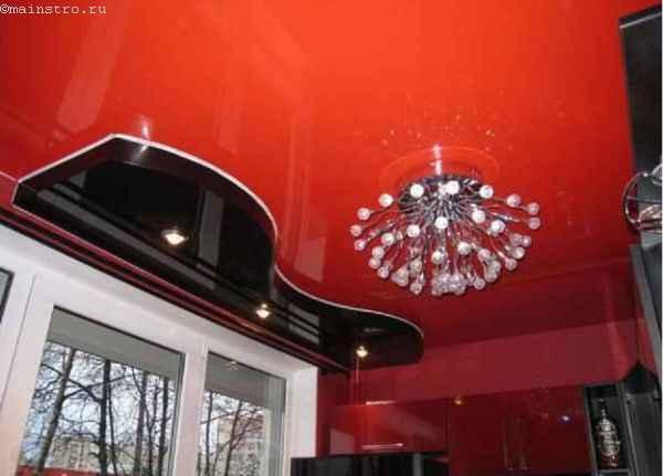 Натяжные потолки в два уровня с люстрой
