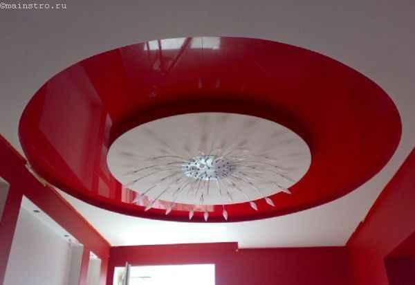 Натяжные потолки и контрастные сочетания цвета