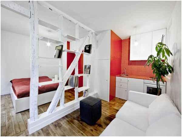 Матовый натяжной потолок на кухне плавно переходит в спальню
