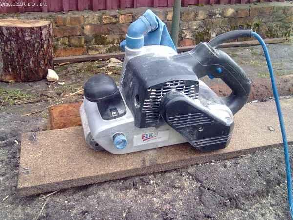 Ленточная шлифовальная машинка для изготовления садовой беседки
