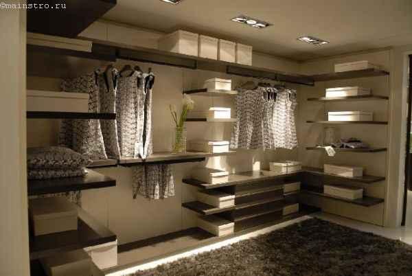 Лаконичная гардеробная комната - фото