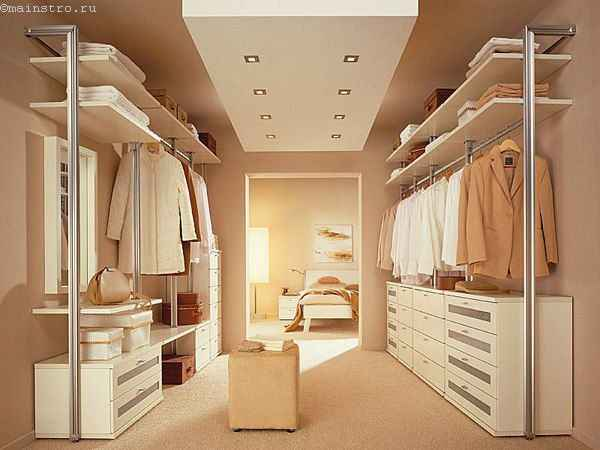 Фото сквозной гардеробной комнаты