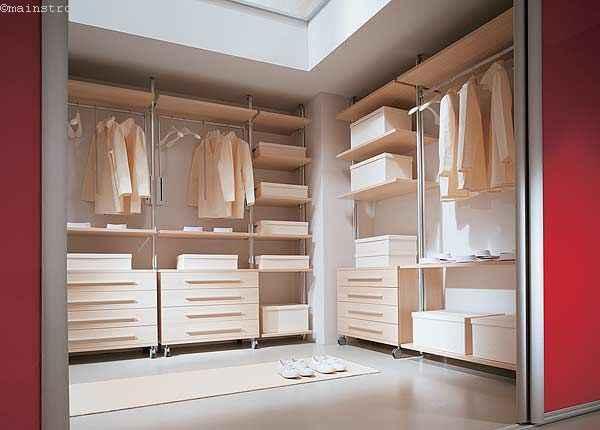 Гардеробная комната - фото с раздвижными дверцами