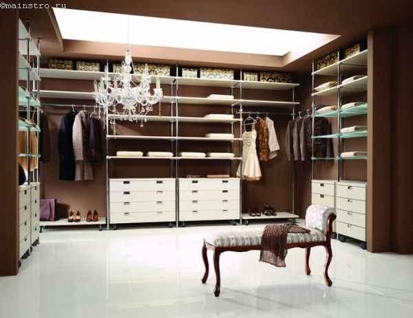 Элегантная гардеробная комната - фото с тафтой