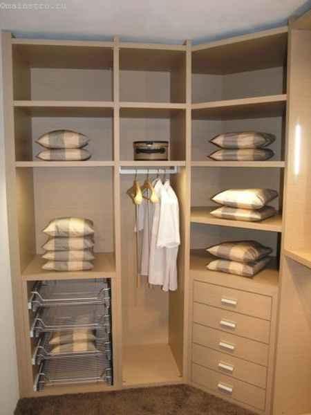 Гардеробная комната с выдвижными секциями - фото
