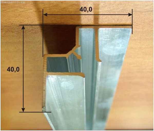 Угловой багет для натяжных потолков