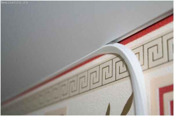 Фиксируем декоративную ленту в багет для натяжных потолков