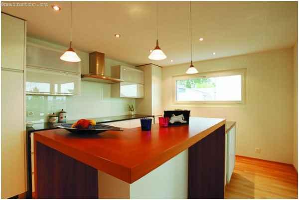 Фото одноуровневого натяжного потолка на кухне