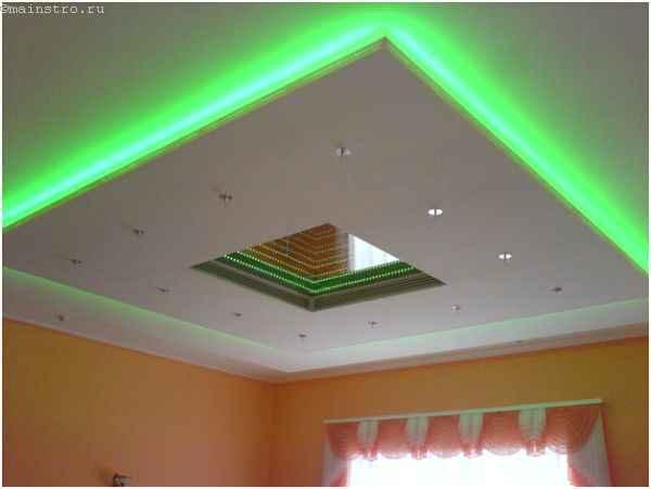На фото парящий натяжной потолок со светодиодной подсветкой