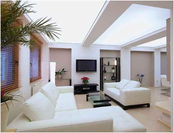 Светлый парящий натяжной потолок в гостиной