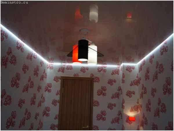 Парящий натяжной потолок из ПВХ с люстрой