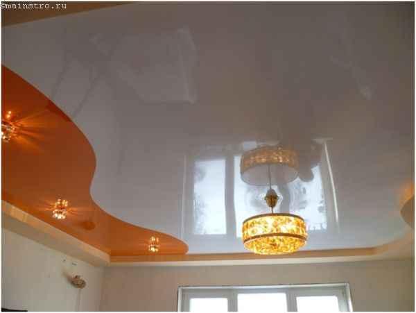 Фото глянцевого натяжного потолка в два уровня с подсветкой