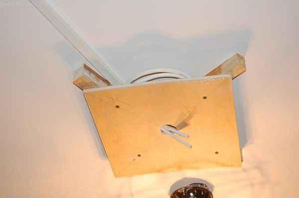 Натяжной потолок : закладная из фанеры под люстру