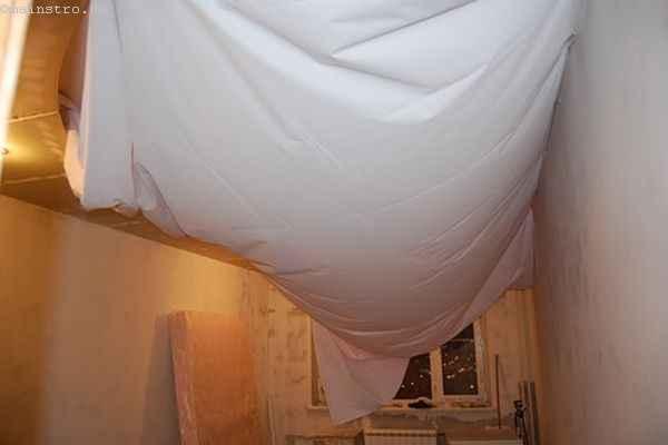 Натяжной потолок из ткани: провисшее полотно готово к установке