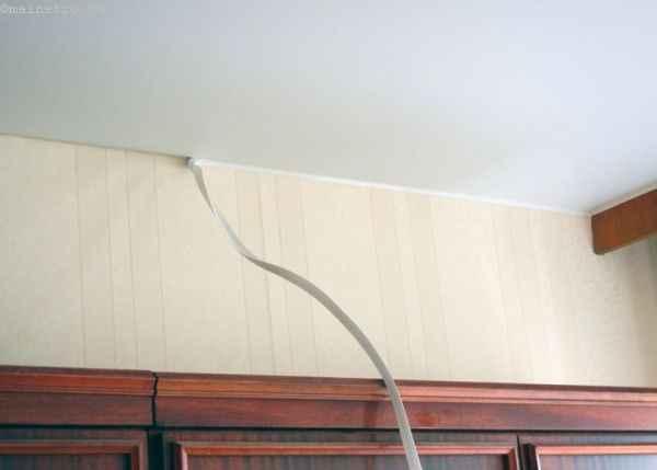 Крепим на натяжной потолок  галтель