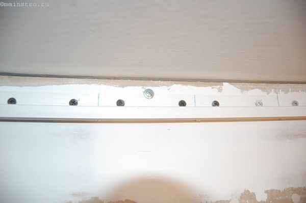 Натяжной потолок : подложенная под профиль фанера
