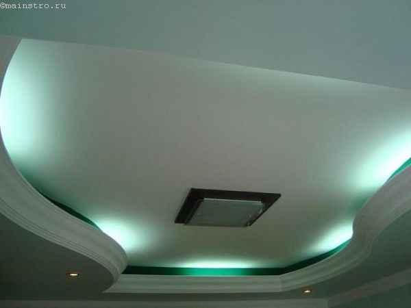 Гнутый плинтус для закарнизной подсветки натяжного потолка