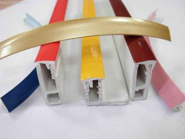 На фото цветные вставки (комплектующие) для натяжного потолка
