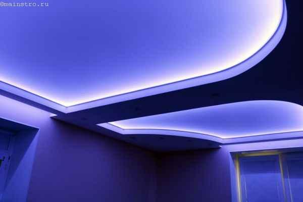 На фото натяжной потолок со светодиодной подсветкой