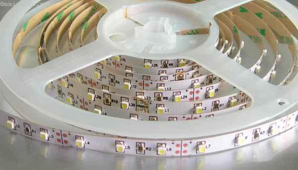 Натяжной потолок с подсветкой: светодиодная лента