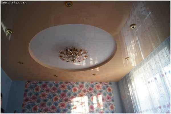 Фото квартиры, где была установка натяжного потолка из ПВХ