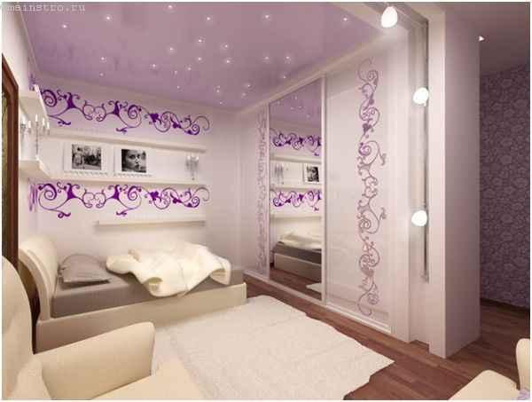 На фото натяжной потолок в спальне с подсветкой
