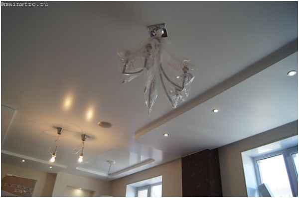 Матовый и глянцевый натяжной потолок в одной комнате