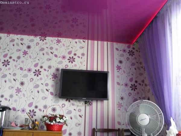 На фото подсветка потолка со скрытого карниза штор