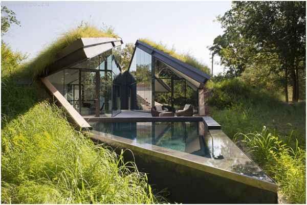 Землянка или подземный дом с бассейном