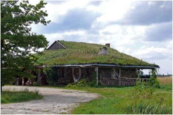 Землянка или подземный дом с обвалованной крышей