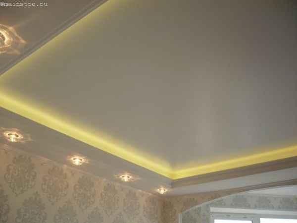 Сатиновые натяжные потолки с закарнизной подсветкой
